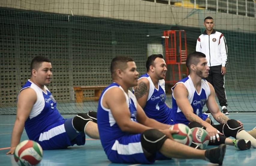 Partido voleibol sentado en la conmemoración Día Internacional para la sensibilización contra las minas antipersonal